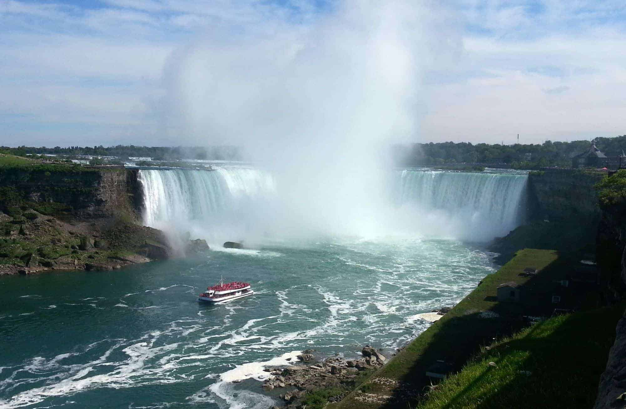 Family and Budget Friendly Niagara Falls Hotel – Howard Johnson By The Falls Review
