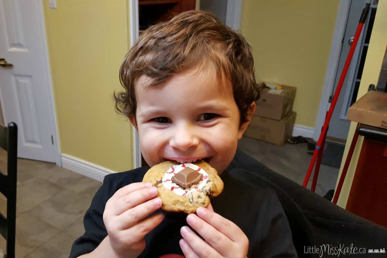 Halloween Dessert Recipe: Spooky Gooey Eye Cookies