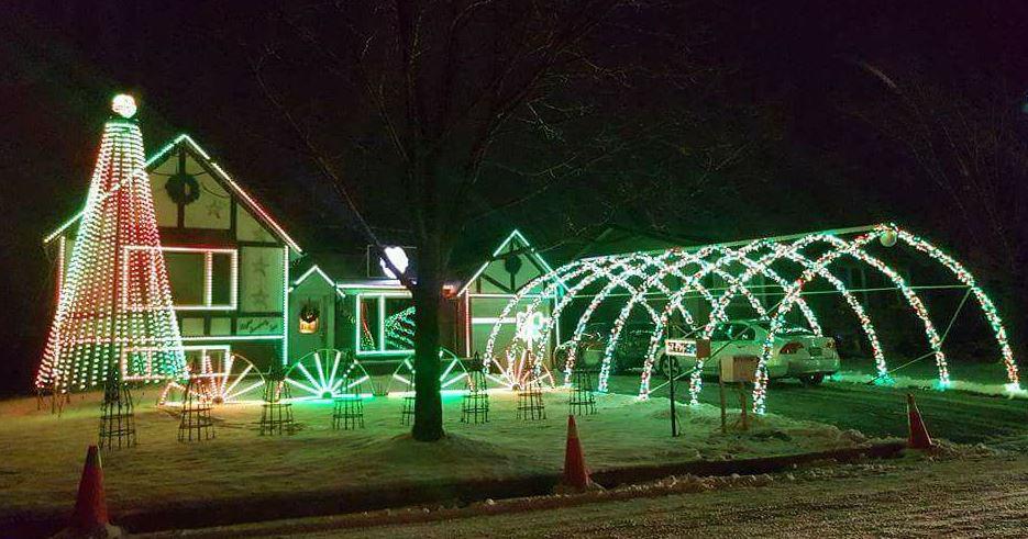 Best Christmas Light Displays in Milton