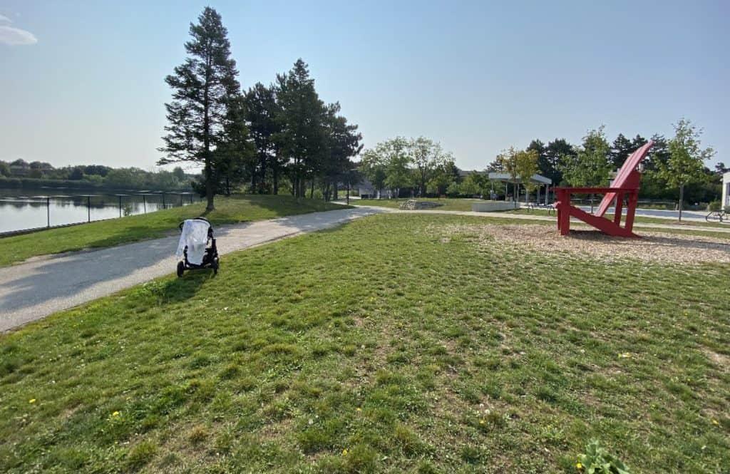 Lake Aquitaine Park trail